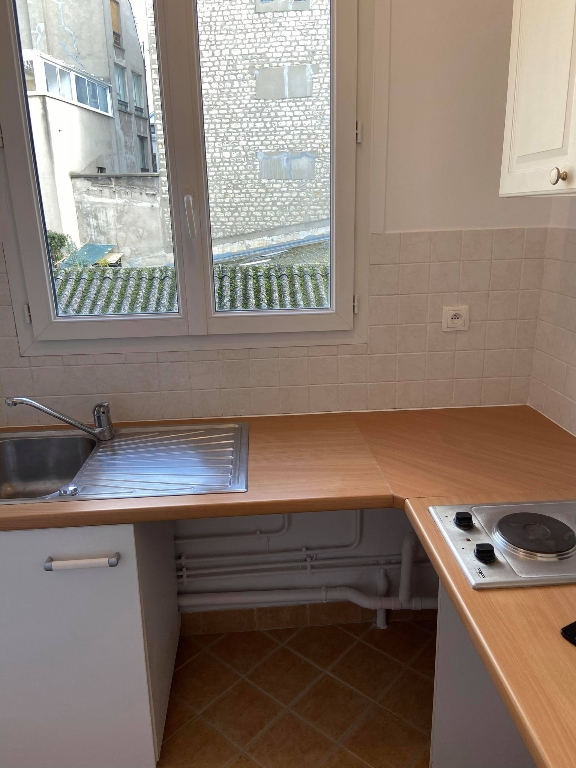 LOCATION PARIS 12 - STUDIO AVEC BALCON 3/4
